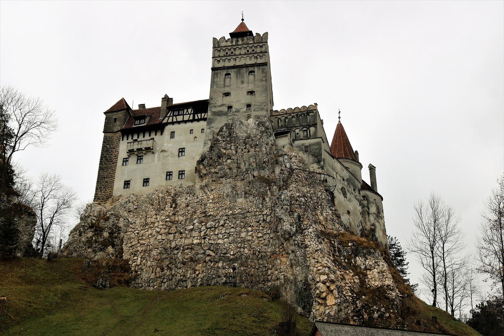 castelul-bran-3878435_1920.jpg