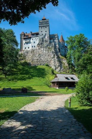 bran-castle-2534370_1920.jpg