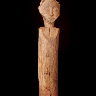 2001 LB 7 Anthropomorphic Post, Hemba