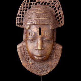 Brass face of Queen mother 1993 k 114