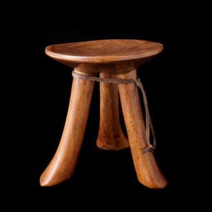 Kenya wood stool 2006 RU 36 D
