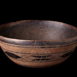 2005 RU 39 Niger wood bowl, Tuareg