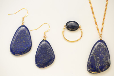 Boucles d'oreilles, collier et bague en Lapis Lazuli