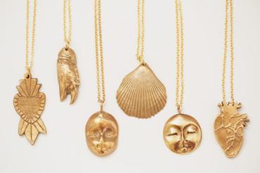 Talismans en Bronze, fait main par la créatrice de bijoux Paula Blache. Talisma,: Amour, Crabe,Vudu, Concha, Moon et Passion.