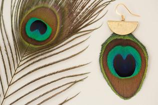 Boucles d'oreilles Déesse Aja, plume de Paon.