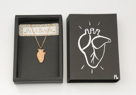 Talisman Passion et boite cadeau peinte a la main par la creatrice Paula  Blache
