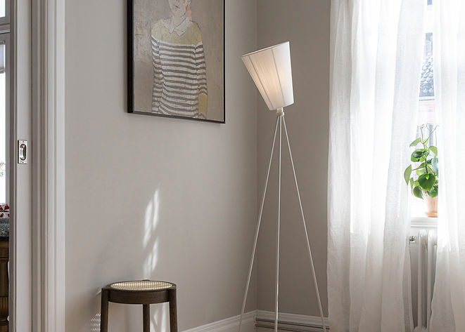 Oslo_Wood_lamp_white_white_corner_Northe