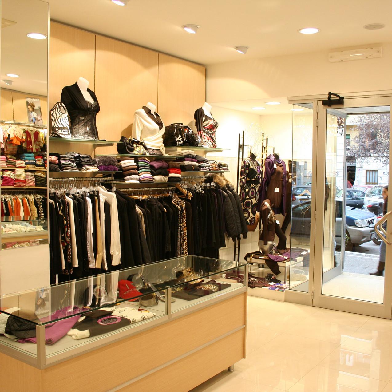 arredamenti-negozi-abbigliamento-donna-ek-10
