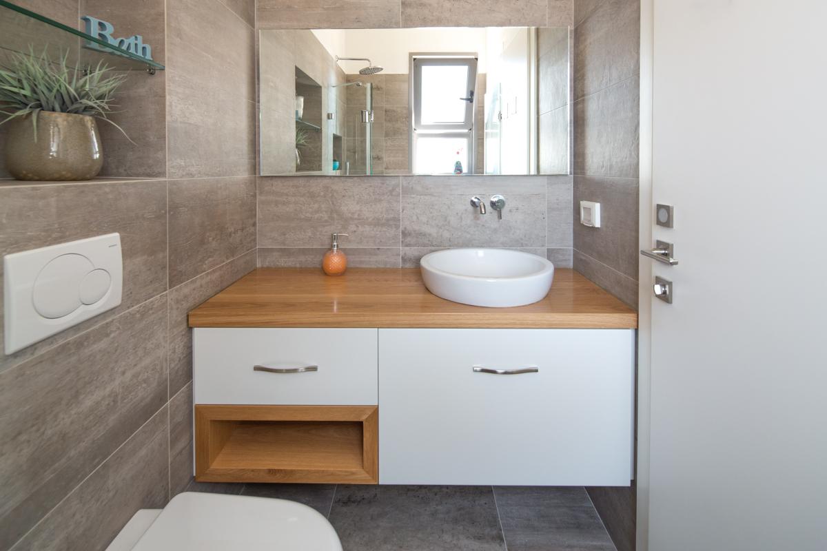 ארון אמבטיה חזית