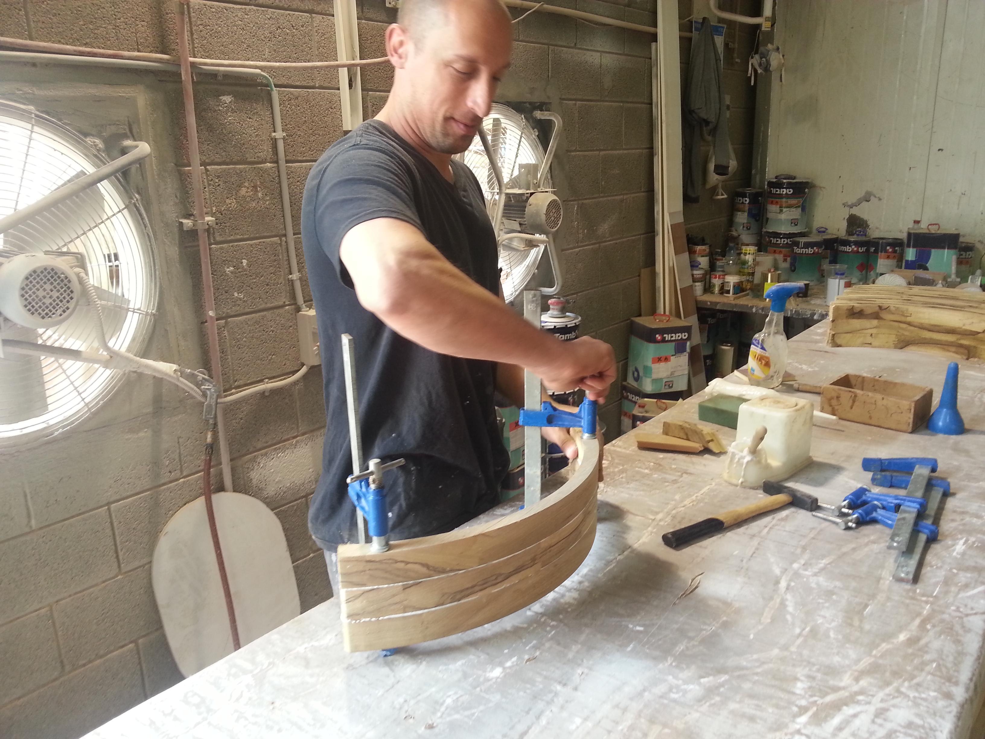 ייצור פינת אוכל מעץ אגוז