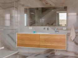 ארון אמבטיה עץ אלון וקוריאן
