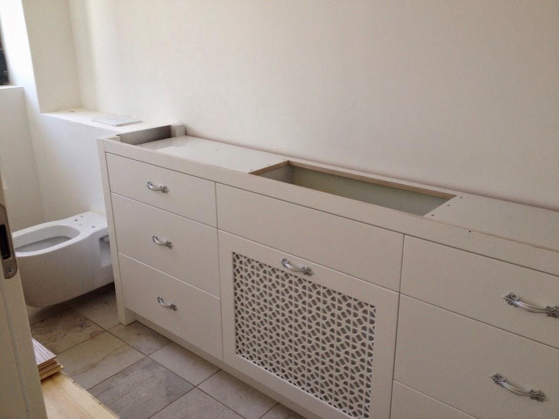 ארון אמבטיה עם משרביה