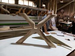 רגליים מעוצבות לשולחן זכוכית