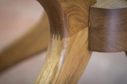 איריס - שולחן עגול מעץ אלון