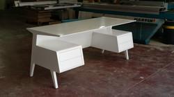 שולחן כתיבה לבן מיוחד