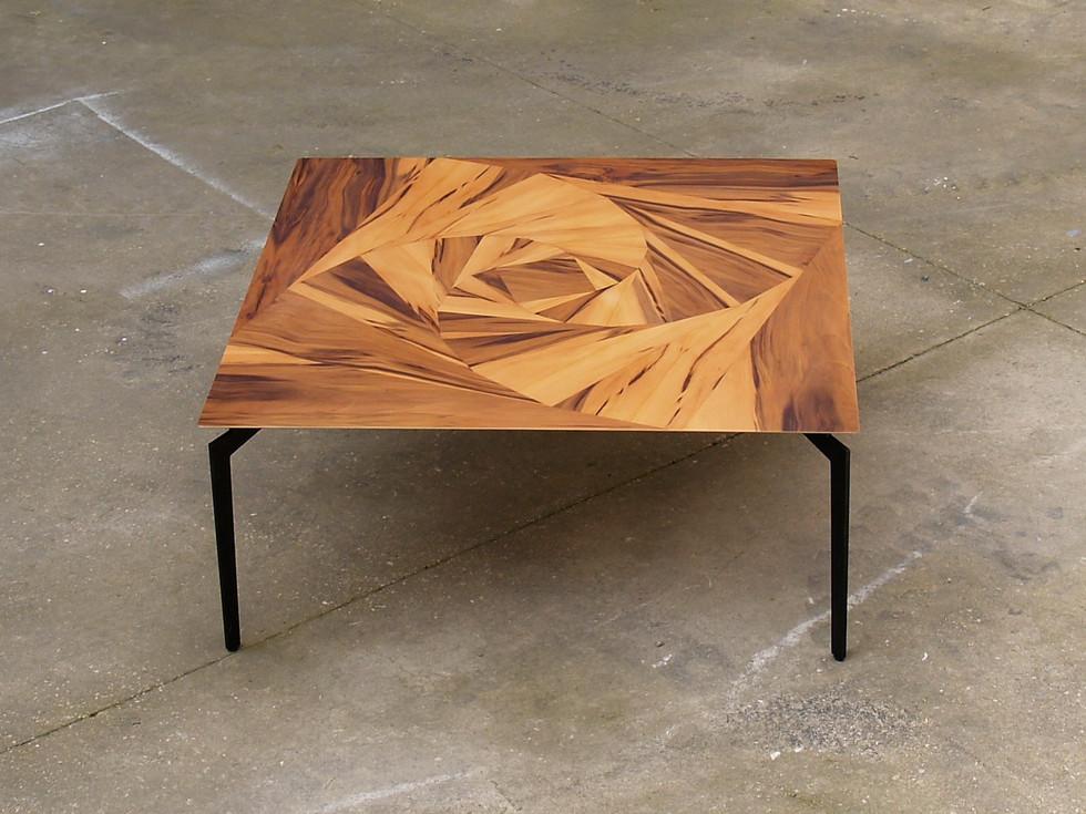 שולחן קפה ורד גיאומטרי.jpg