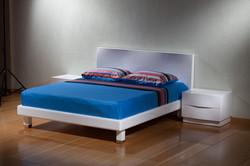 חדר שינה לבן מעוצב מודרני