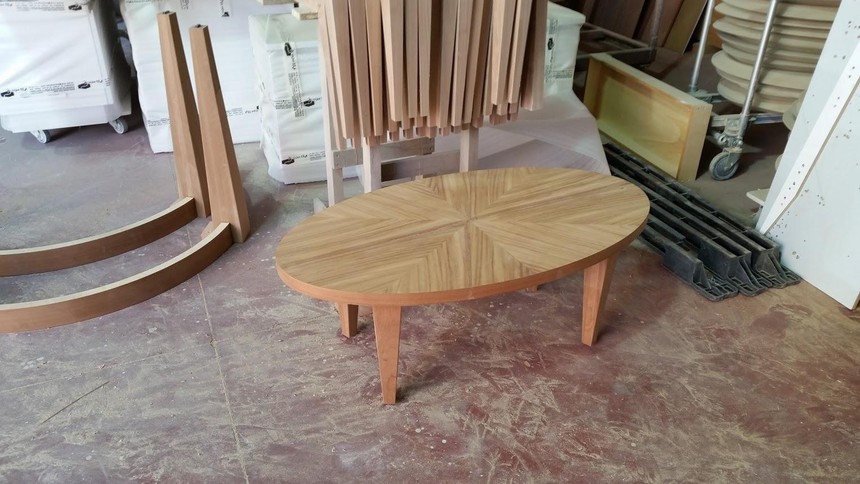 שולחן אובלי