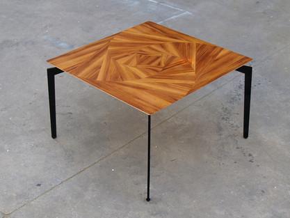 שולחן קפה ורד גיאומטרי