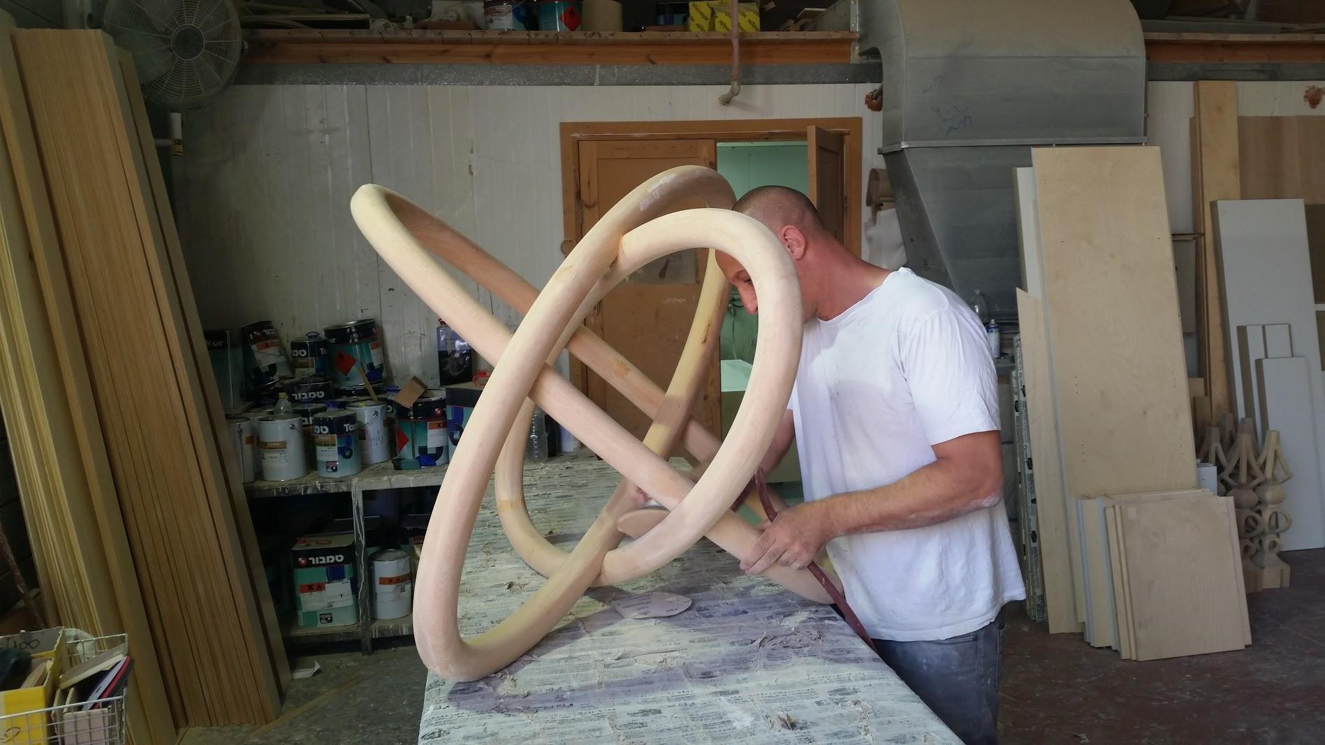 רגל מעוצבת מעץ לשולחן זכוכית