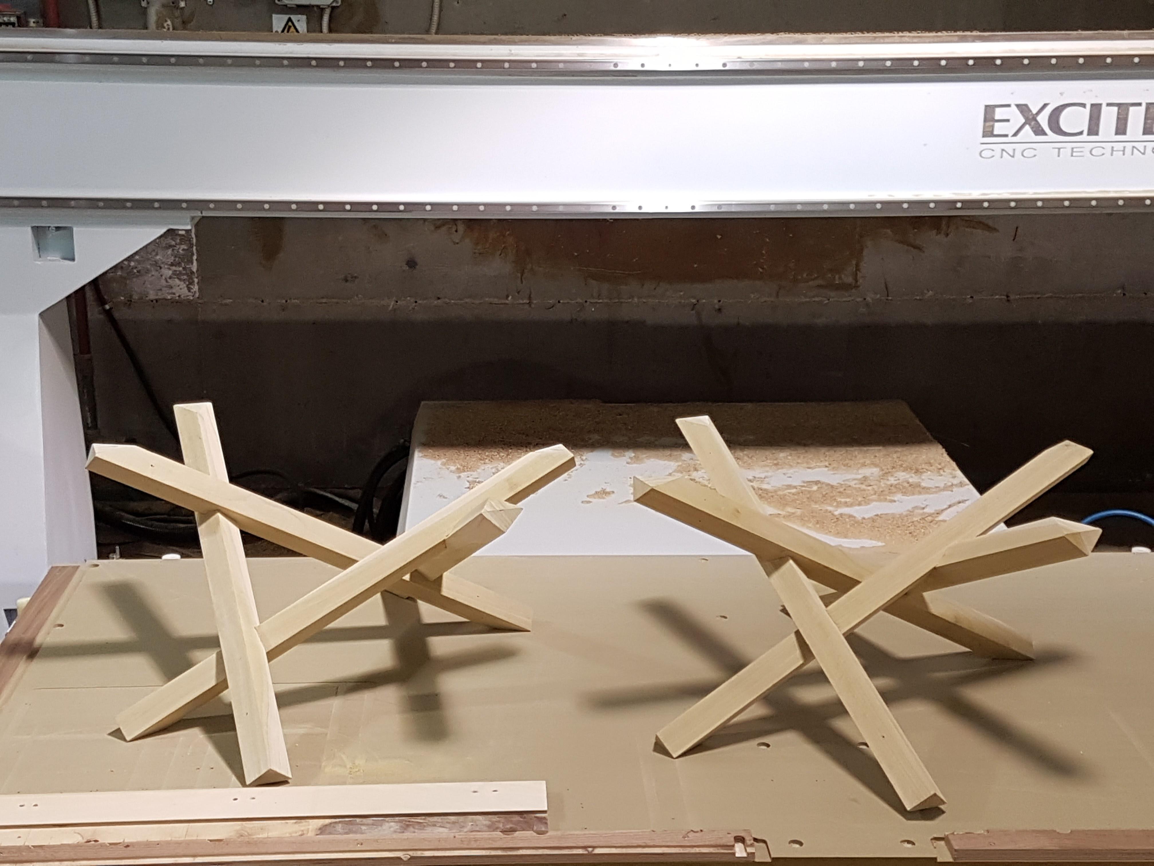 רגליים מעוצבות לשולחן סלון