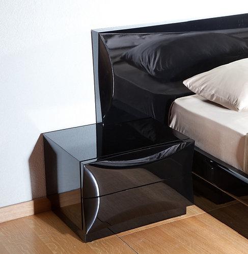 חדר שינה מודרני בצבע שחור מבריק