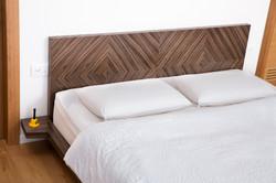 עבודת פורניר בראש מיטה