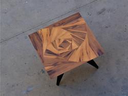 ורד גיאומטרי - שולחן אוכל