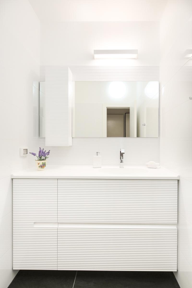WAVE-ארון אמבטיה תלוי בצבע לבן מבריק