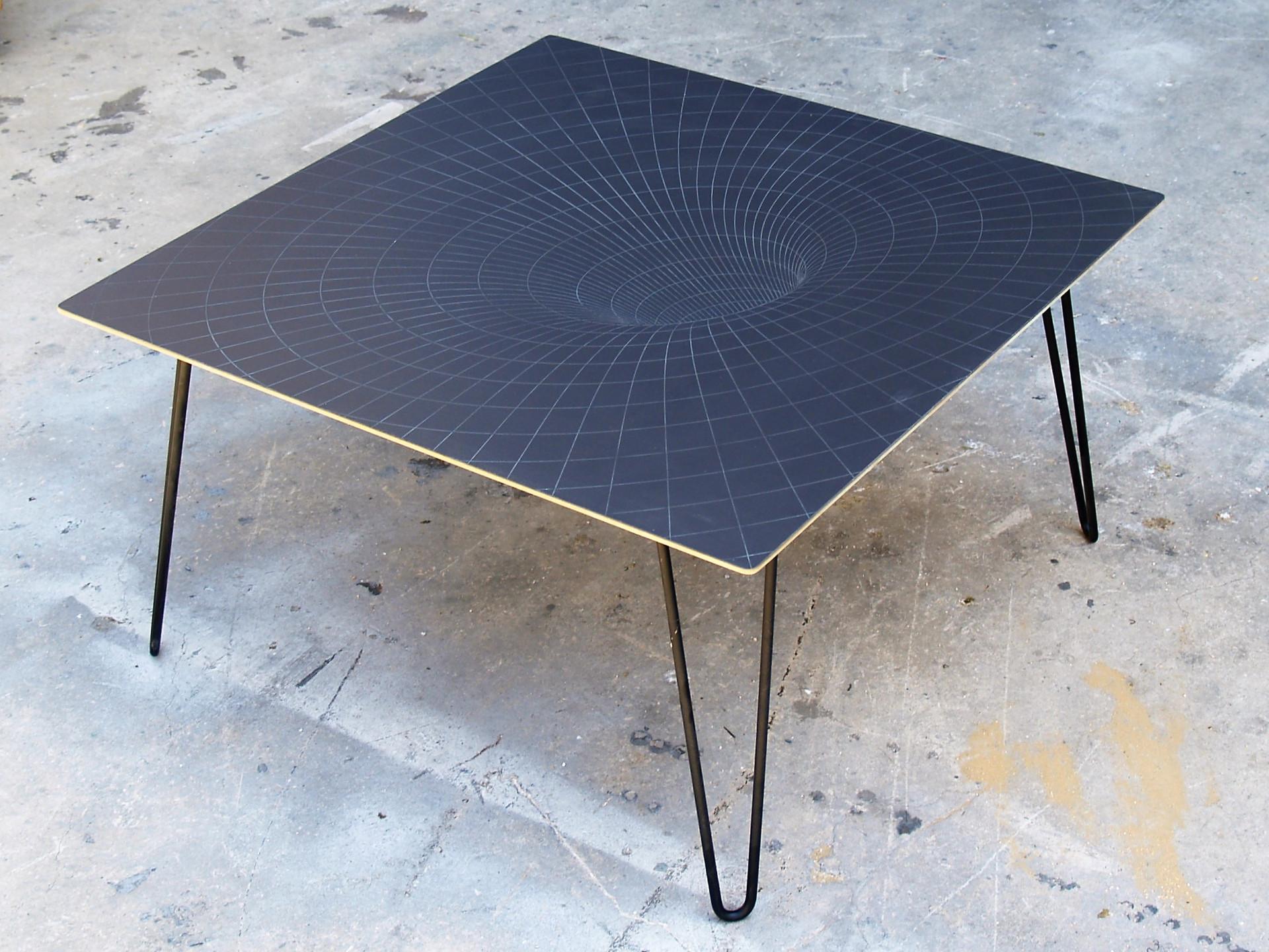 שולחן קפה - חור שחור