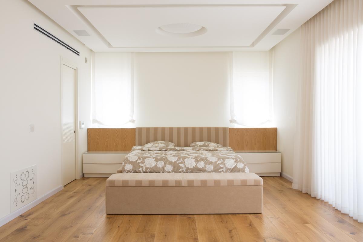 נוי - חדר שינה מרופד מעוצב מודרני