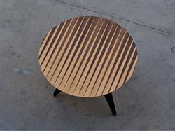 מון - שולחן אוכל עגול מעוצב בפורניר עץ טבעי