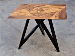 ורד גיאומטרי - שולחן אוכל מעוצב בפורניר עץ טבעי