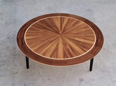שולחן סלון עגול.jpg