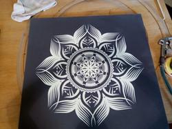 שולחן מנדלה שחור לבן