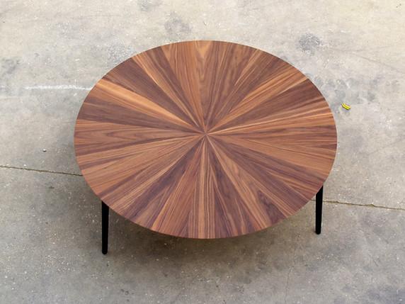 שולחן סלון עגול אגוז אמריקאי