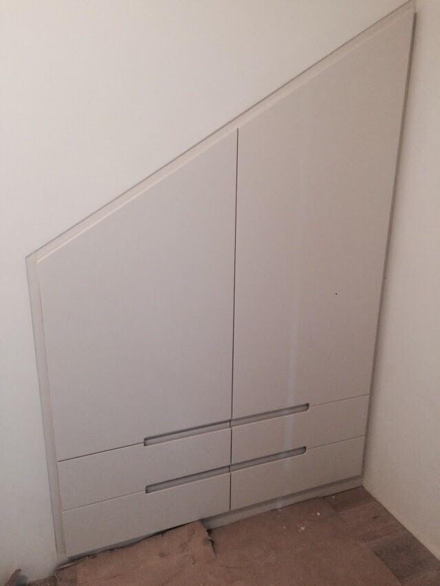 ארון מתחת למדרגות