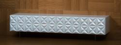 פירמידות - מזנון תלוי לסלון