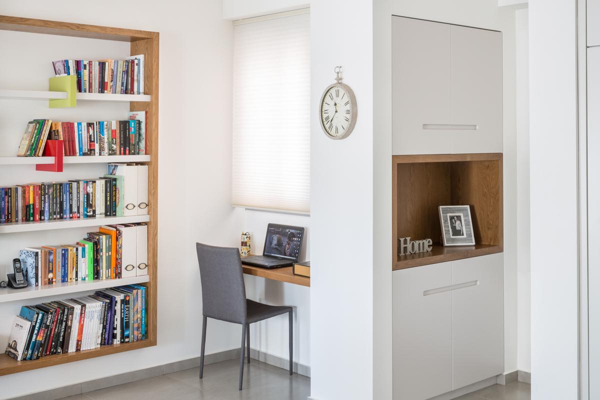 ארון כניסה, ספריה ושולחן כתיבה