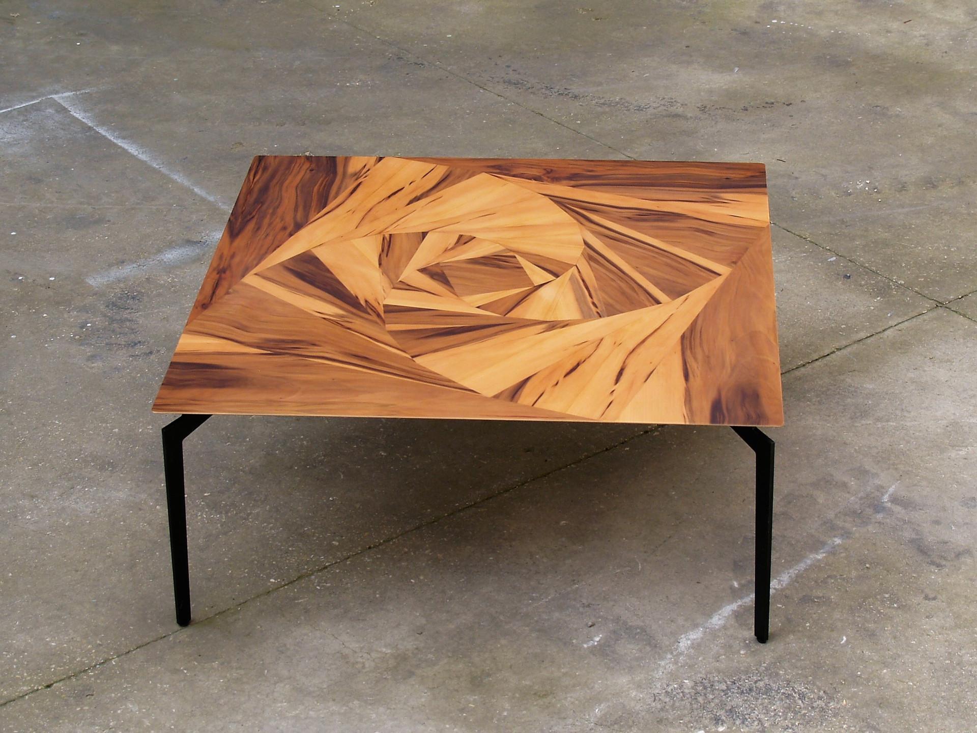שולחן סלון ורד גיאומטרי