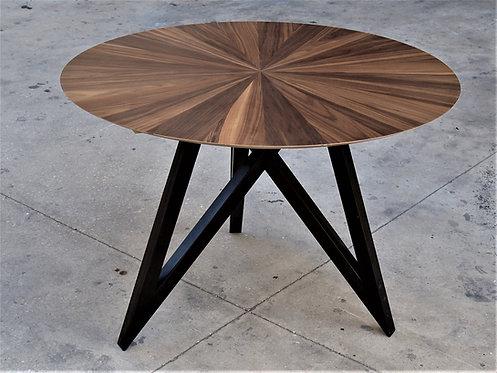 שולחן אוכל עגול מעוצב בפורניר עץ טבעי
