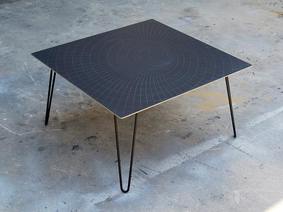 שולחן קפה לסלון חור שחור