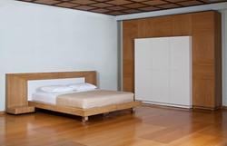 חדר שינה מעוצב מודרני לבן ואלון