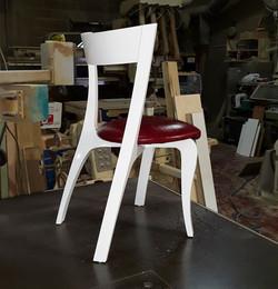 כסא רקפת לבן