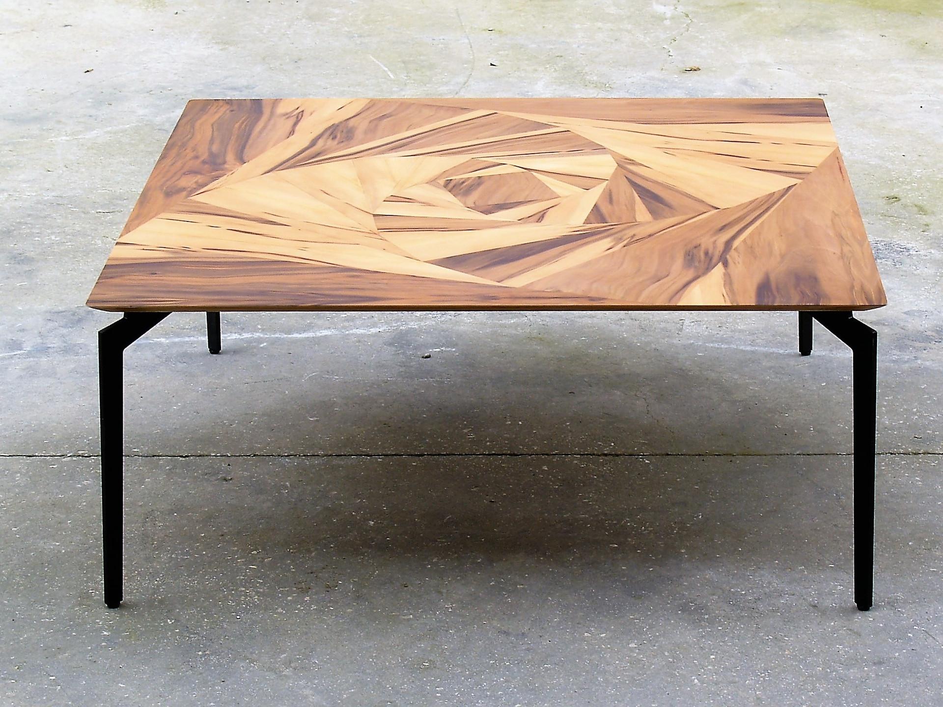 שולחן סלו ורד גיאומטרי