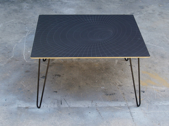 שולחן מעוצב לסלון חור שחור