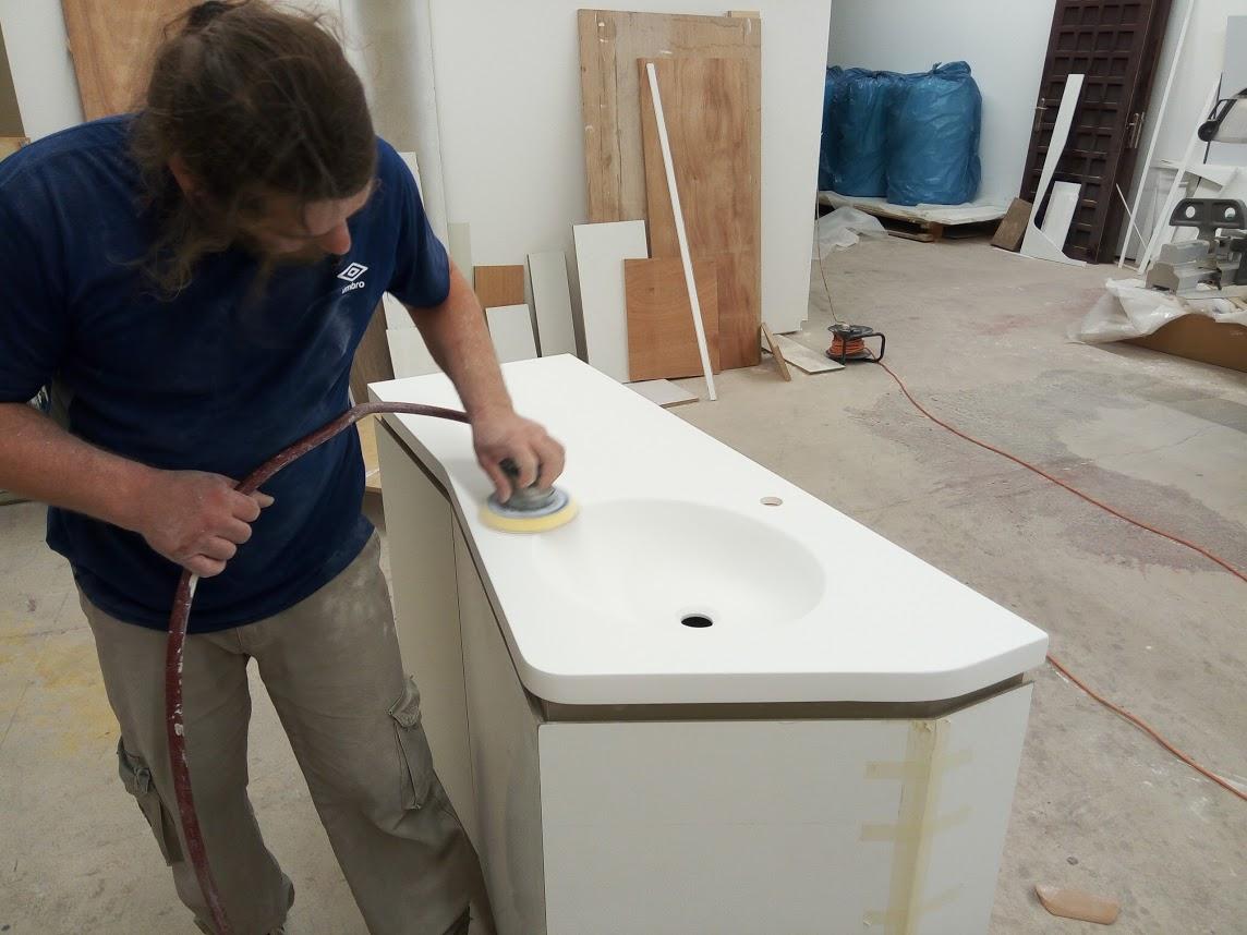 ארון אמבטיה צבע לבן וקוריאן