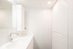 ארון אמבטיה תלוי וארון אחסון