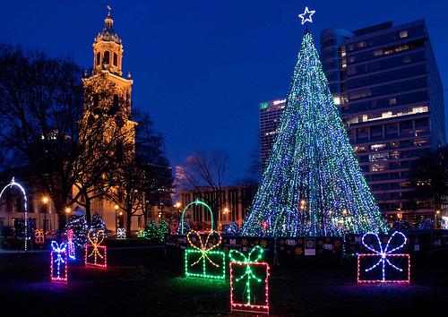 Christmas Lights Milwaukee.Holiday Lights Tour Gothic Milwaukee