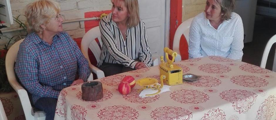 Lorena Matzen en Río Colorado, junto a vecinos productores, comerciantes y emprendedores